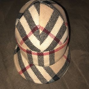 AUTHENTIC Burberry felted wool/cashmere cap